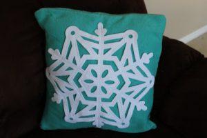 Tutorial Tuesday: Snowflake pillow