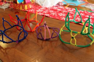 Tot Thursday: Pipe Cleaner Crowns