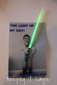 Fun Homemade Valentine : Star Wars Glow Stick Valentine {No candy}