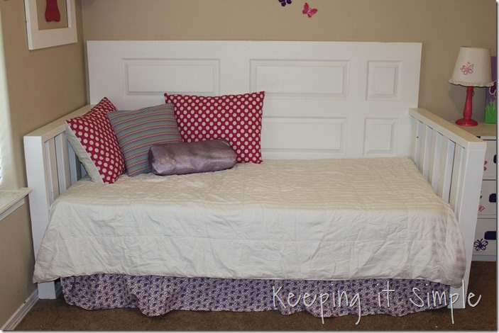 Good DIY Day bed Made From a door and