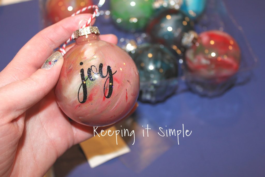 I love how these melted crayon ornaments turned out! - Homemade Christmas Ornaments- Melted Crayon Ornaments €� Keeping It