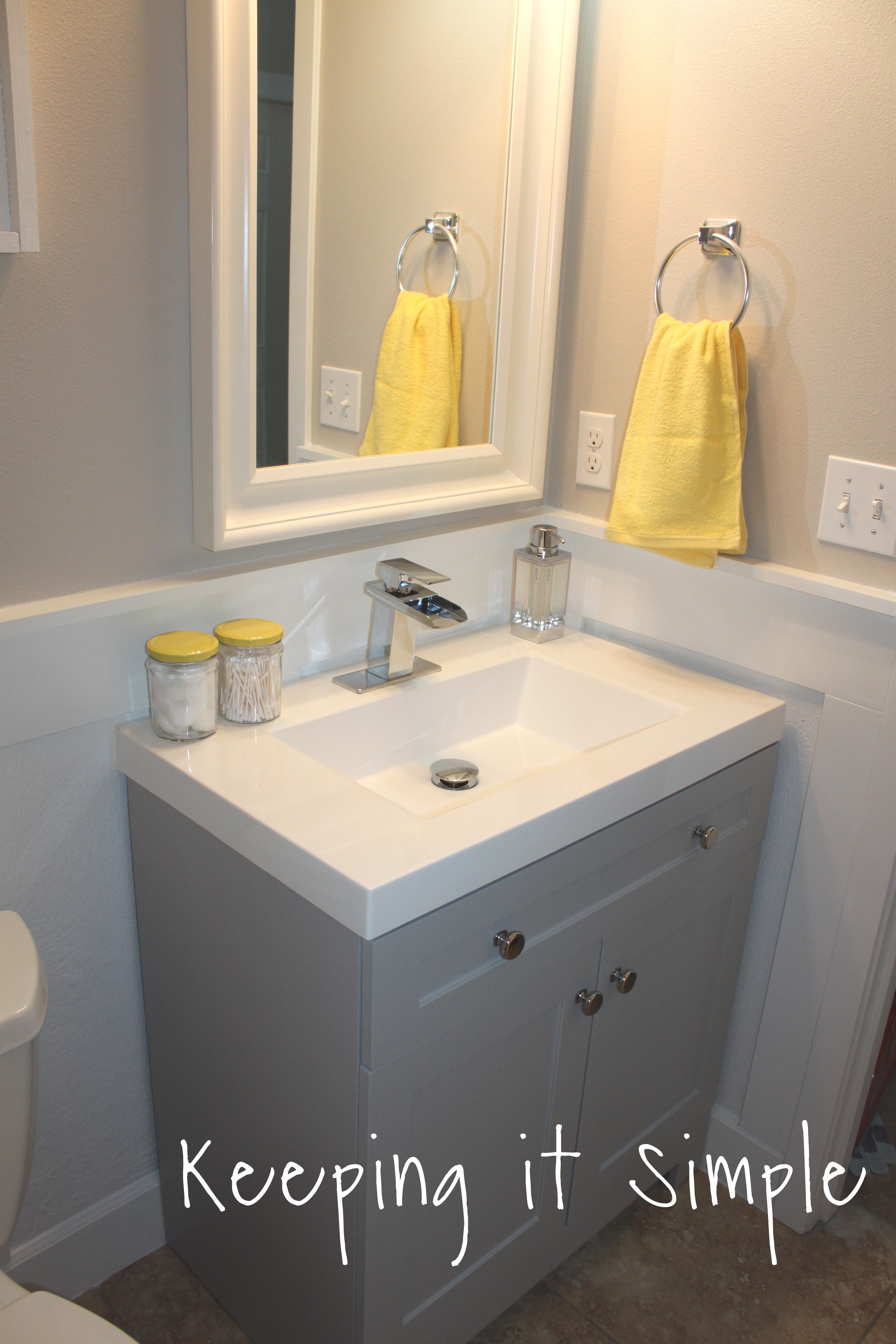 small-bathroom-makeover-ideas-yellow-and-gray (244)24 • Keeping it Simple